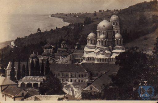 1. Вид на Ново-Афонский монастырь с восточной стороны.